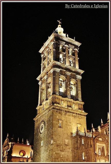 Catedral de Puebla Exteriors (Puebla de los Ángeles) Estado de Puebla, MEXICO.