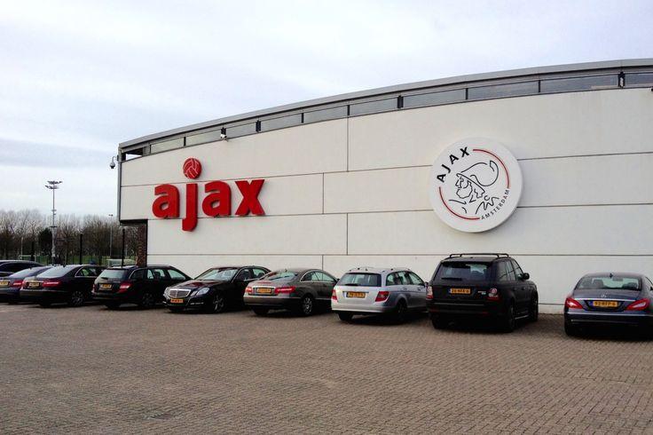 Ajax heeft op de eigen clubwebsite het programma van de Ajax Open Dag 2015 bekend gemaakt. Het jaarlijkse evenement om met veel Ajacieden het nieuwe voetbalseizoen in te luiden, vindt dit jaar plaats op maandag 20 juli. Het programma speelt zich af in en om de Amsterdam ArenA en Sportpark de Toekomst.