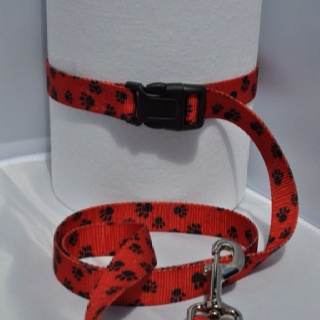 Click & Stay leash red w/ black paws  4 ft. Length $8.00