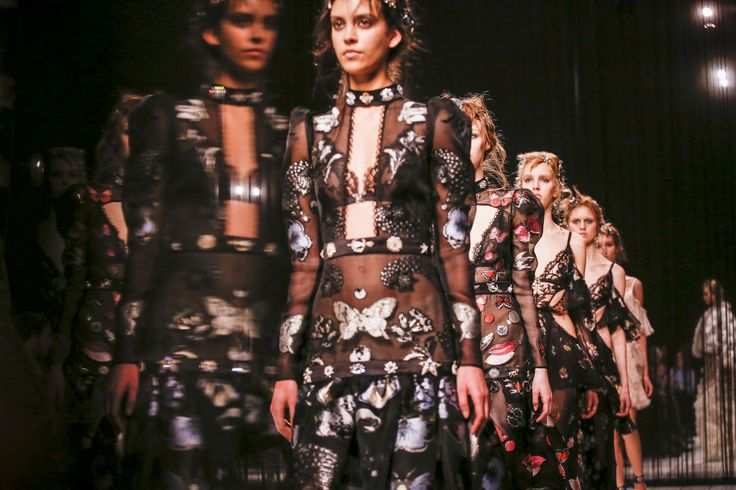 Alexander McQueen Fall 2016 Ready-to-Wear Fashion Show Atmosphere