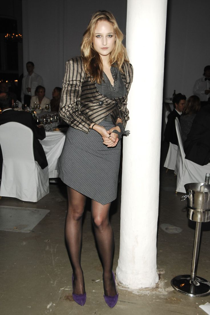 Leelee Sobieski in pantyhose - More pictures here: http://stockings-celebs.blogspot.com/2013/08/leelee-sobieski-in-pantyhose.html