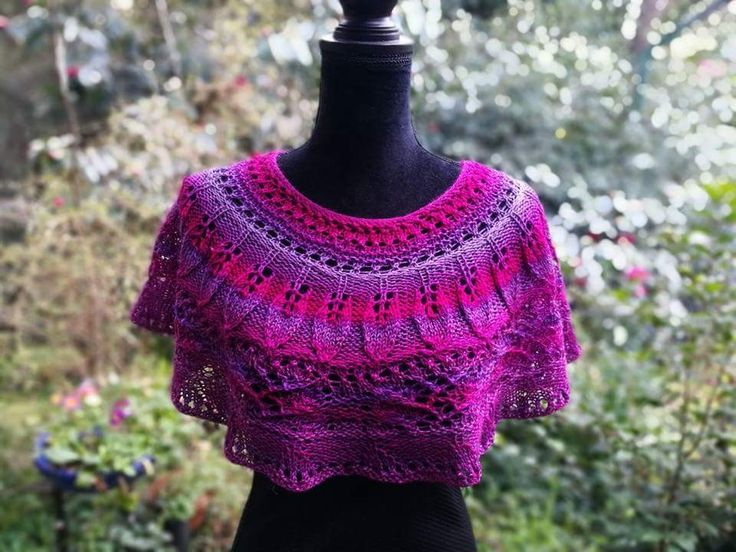 LizLangfordKnits Ravelry  .Gorgeous leaf stiych, lacey cape, knitted top down,seamless