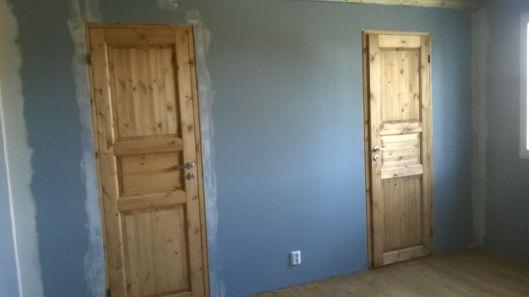 Spring Sprang | Vanha Talo Suomi  Installed walk-in closet doors in a newly constructed master bedroom.  Remontti Rintamiestalo Uusimaa Lohja Suomi