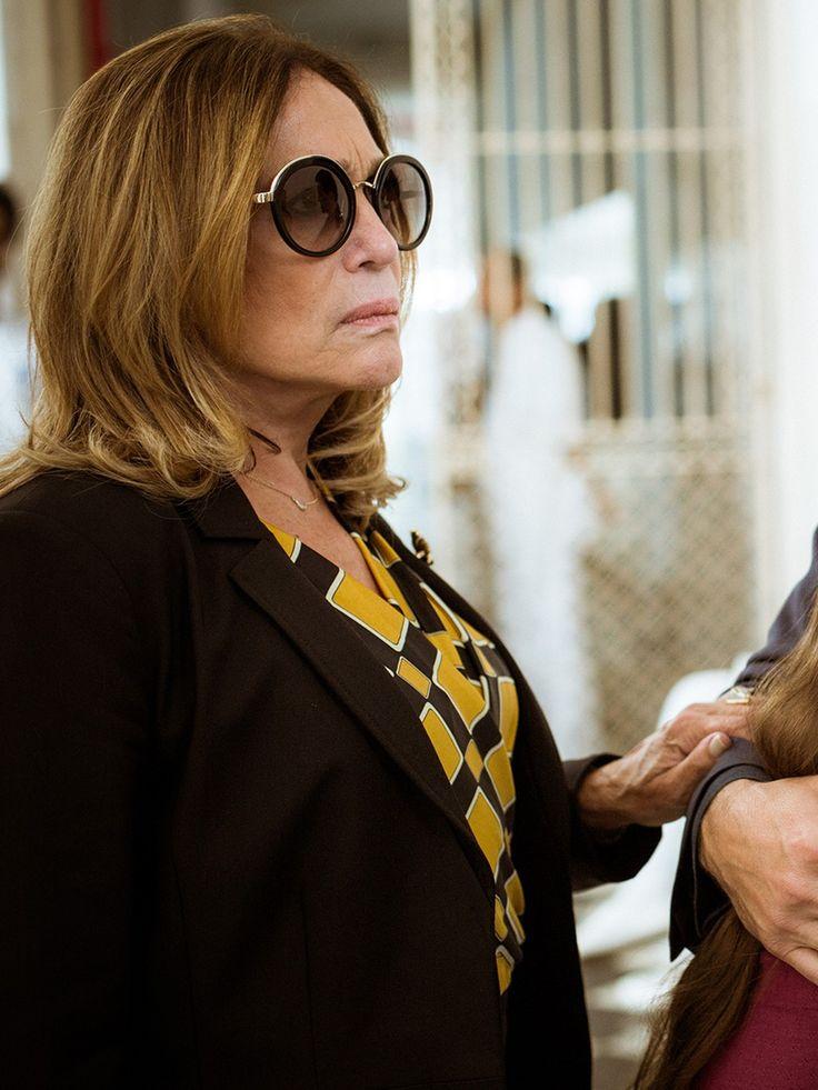 Cora aposta em óculos escuros para deixar o visual mais chique [Foto: Raphael Dias/Gshow]