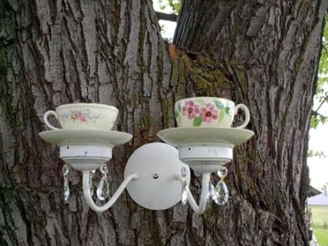 Te leuk!  vogels voederen in een theekopje op een wandlampje ! * Via Welke