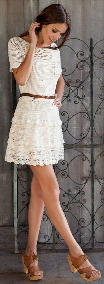 Crochet dress ♥✤ INSPIRATION Does anyone know a similar pattern to make this? I am a *Beginner* but this looks pretty simple!