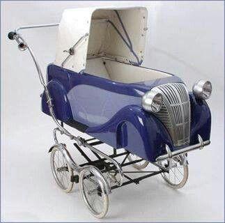 Mooi, lijkt op een Citroën Traction Avant. Dient de claxon om de baby wakker te houden?