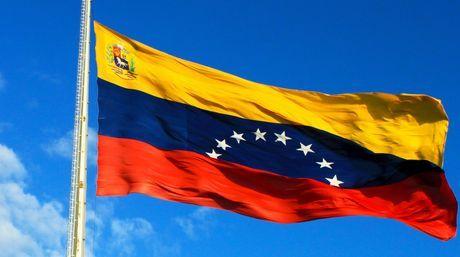 Gobierno oficializó normas que regulan uso de la Bandera Nacional - http://www.notiexpresscolor.com/2016/11/04/gobierno-oficializo-normas-que-regulan-uso-de-la-bandera-nacional/