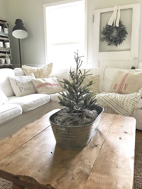 Little Farmstead: Our Farmhouse Family Room (A touch of Christmas)...