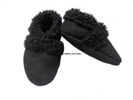These classic lambskin baby booties are handmade in New Zealand from 100% NZ lambskin. They feature an elasticated ankle which makes them easy and gentle to put on and take off. Available in black, these make a wonderful baby shower or new baby gift in a versatile and gender neutral colour. Keep baby's temperature nice and warm this autumn/winter with a natural, breathable and NZ sourced and made pair of little shoes. SIZE: 0-6 months (10cm internal length)