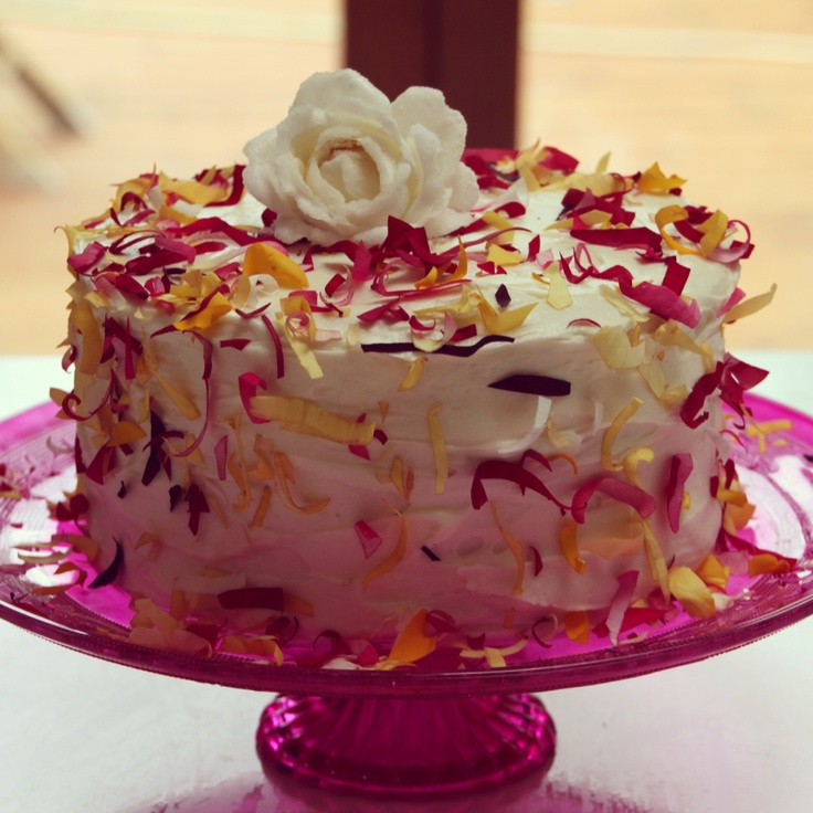 #weddingcake #flowerfetticake #cake #artisan  So easy, make your cake, cover in cream cheese or buttercream icing.  Wash rose petals and dry, snip them up and throw (yes throw) them at your cake like you would confetti