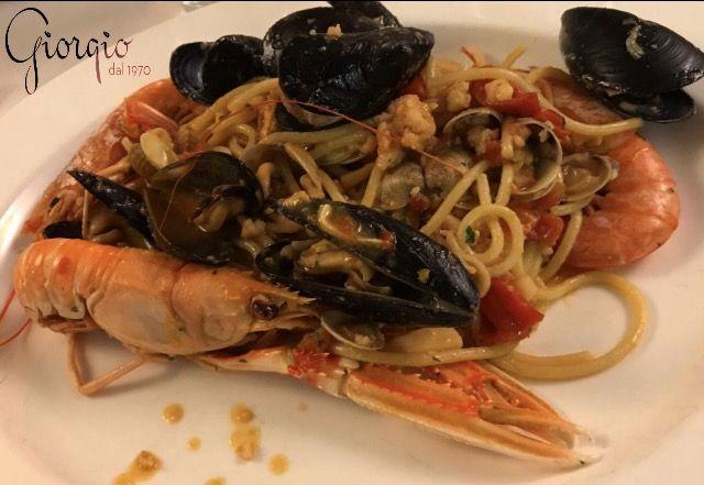 """Un ever Green: """"Spaghetti Mancini con frutti di mare e pomodoro"""".... ....intramontabili !!"""