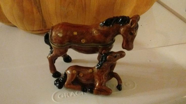 Beautiful HORSE & Pony PEWTER  BEJEWELED HINGED TRINKET / JEWELRY PILL BOX