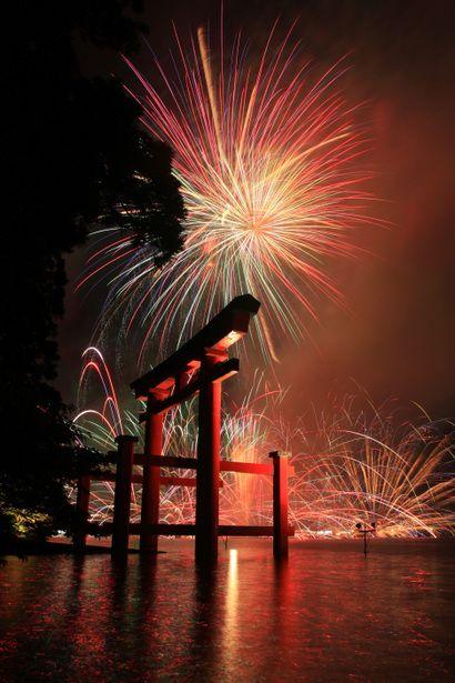 芦ノ湖 神奈川県 Fireworks - Lake Ashinoko, Hakone, Kanagawa, Japan | #Japan #Travel
