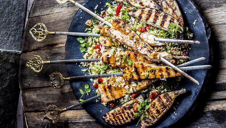 Kyllingspyd med chilisaus og couscoussalat