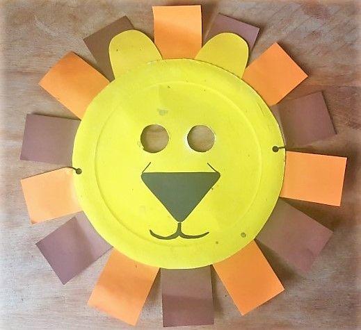Löwe Maske aus Papptellern, etwas Farbe, Tonpapier und Gummiband :)