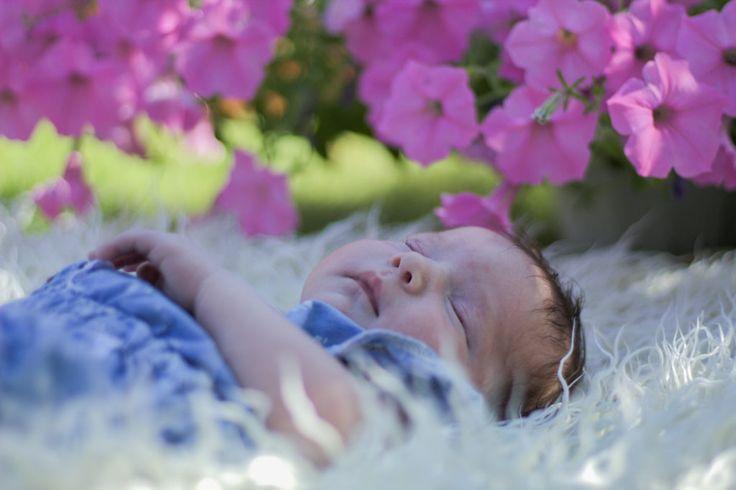 Marcelinka – sesja noworodkowa plenerowa – Emilia Kolanowska