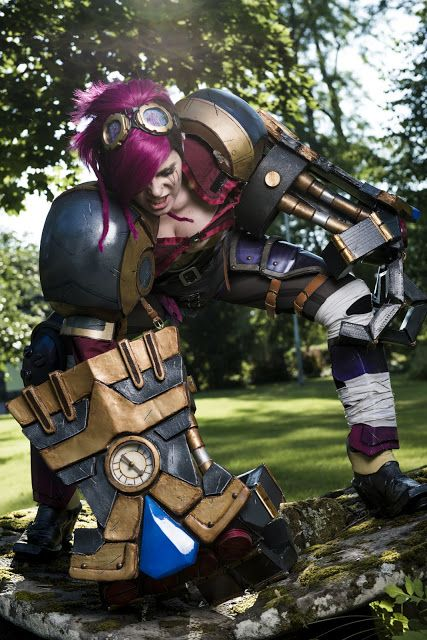 Vi Cosplay from League of Legends...such a cool costume. Maybe next Halloween haha