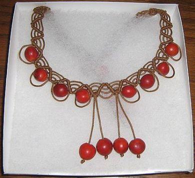 Geflochtene braune #Halskette mit   #Huayruros #Samen, #Folkloreschmuck aus #Peru