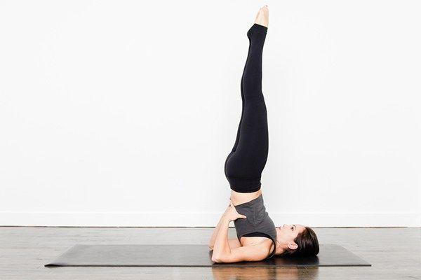 verticale sulle spalle - posizione yoga contro lo stress