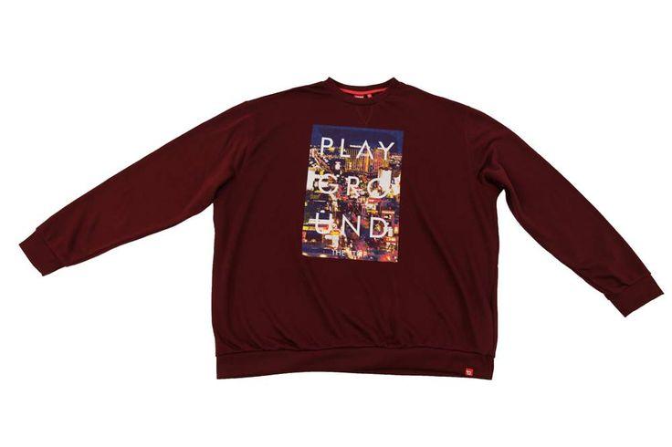 Bluza Duke w kolorze bordowym. Z przodu nadruk. Dostępna w rozmiarach: 3XL, 4XL, 5XL, 6XL, 7XL, 8XL. Skład: 35% bawełna 65% poliester.