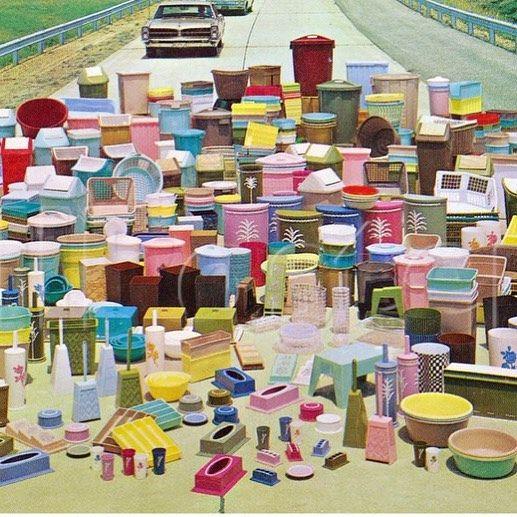 Fue hace 68 años cuando Earl Silas #Tupperware diseñó una tapa que cerrando hacia abajo lograra un efecto de vacio que conservara la comida, creando así los contenedores de plástico que revolucionaron el mercado. En #ARCHIVOabierto también nos encantan estos recipientes de @mxtupperware que cumple ya 50 años en nuestro país.  #TBT #colecciónARCHIVO #diseñocotidiano