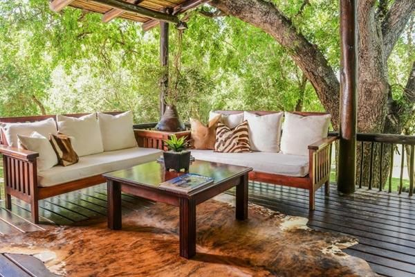 Kuname Manor House, surrounded by a big Weeping Boer Bean and Jackal Berry Trees, brings you closer to Mother Nature – here, you can feel, touch, smell and see the African Bush at its best and be warmly welcomed into our piece of Paradise.