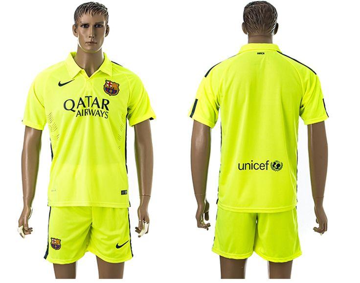 FC Barcelona va a usar negrita temporada Tercera camisetas campaña 2014-15, el club refleja el brillo inherente y vitalidad. camiseta de fútbol baratas de Barcelona 2014-15 temporada Tercera equipación sentido de poder de dos diferentes llenos de composición de color amarillo, que apareció por primera vez en 2005 en la Segunda camiseta del Barcelona.