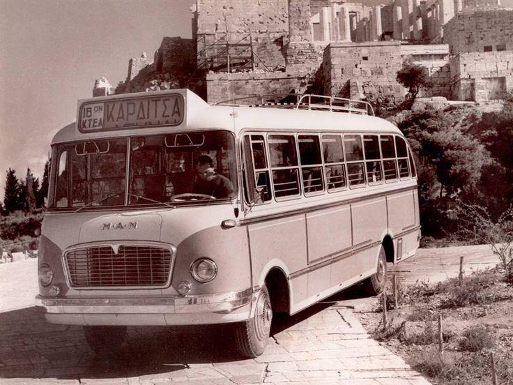 Αθήνα.  Ακρόπολη.  1960sExcursion λεωφορείο του ΚΤΕΛ από την Καρδίτσα