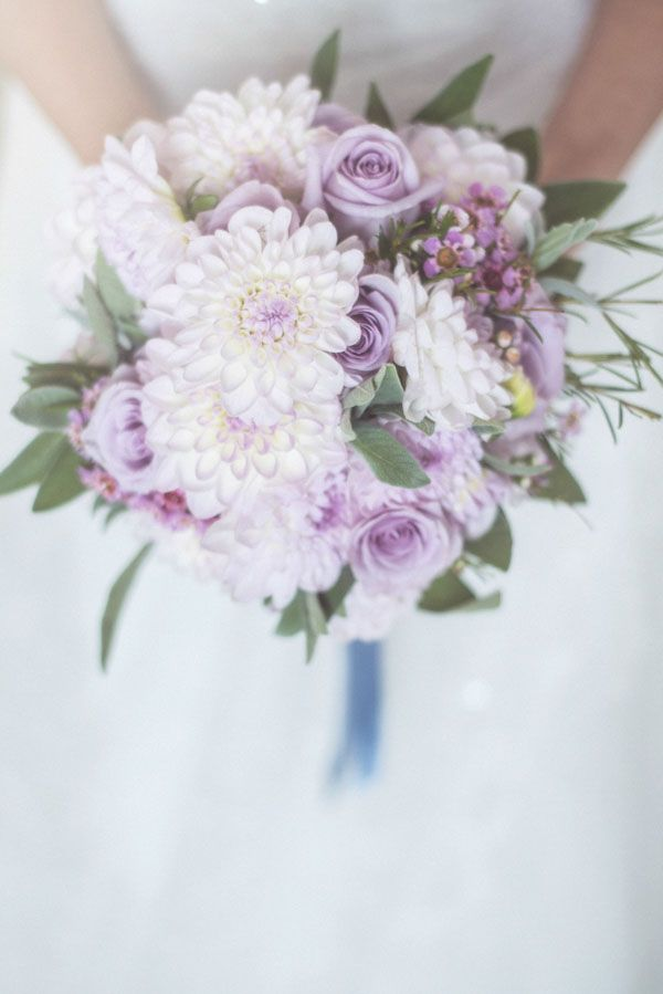 dahlia and roses bouquet http://weddingwonderland.it/2015/06/fiori-per-un-matrimonio-in-estate.html