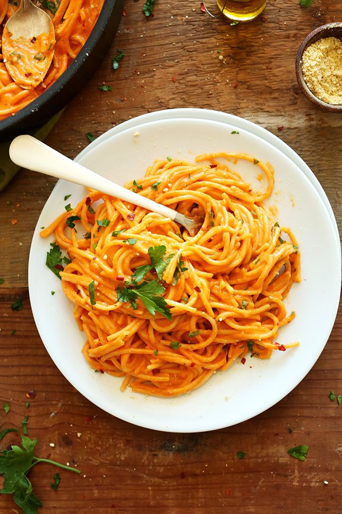 Vegan Roasted Red Pepper Pasta! 10 ingredients, super simple, savory, creamy and the perfect healthier weeknight meal.