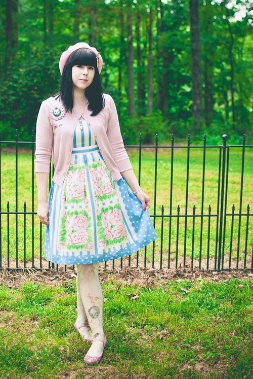 sugarypinkcupcake:    ❤ Emily Temple Cute Antique Handkerchief Coord ❤  JSK/Shoes/Cardigan - Emily Temple Cute  Necklace - Q-pot  Beret - Angelic Pretty  Tights - Grimoire Verum  Brooch - Abilletage