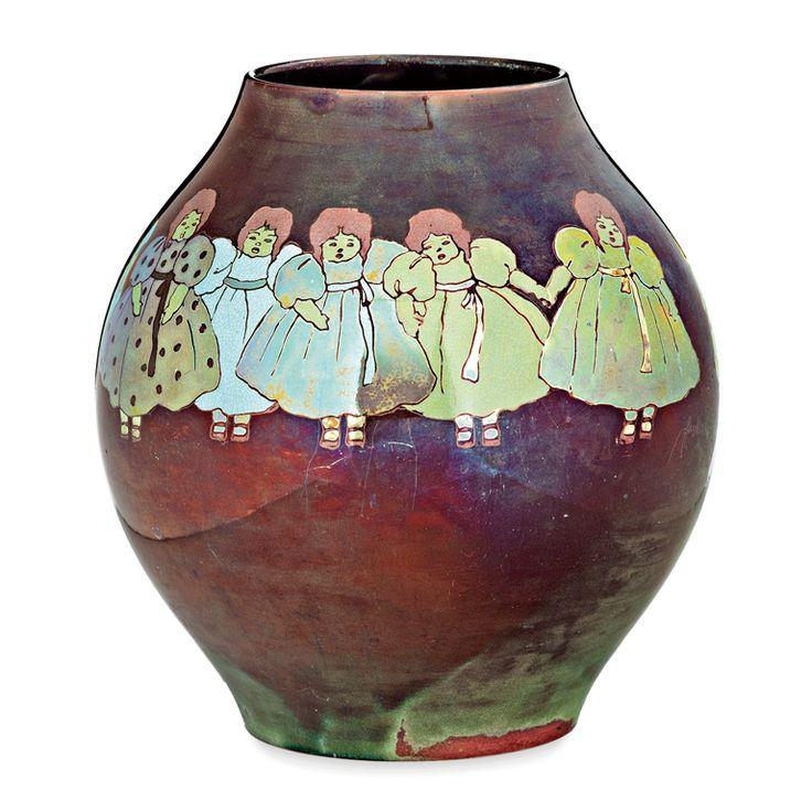 Zsolnay gyár, Pécs, 1917, eozinmázas porcelánfajansz, az alján domború körpecsét, formaszám: 7805, hajszálrepedt, jelzett a palástján: Farkas Rózsi (Bölcskeyné Farkas Rózsi 1917-ben dolgozott a % m: 24,5 cm