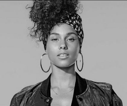 "Alicia Keys Starts a Revolution By Saying ""No"" to Makeup"