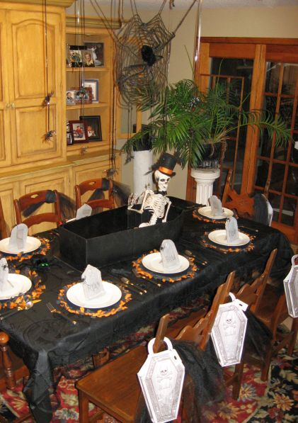 spooky halloween table setting love the skeleton in the coffin centrepiece july 2013