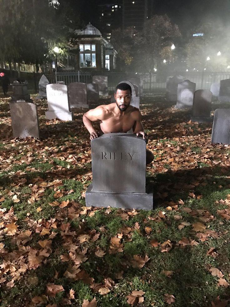 Isaiah Mustafa: Um… can someone get Luke his leather jacket #ShadowhuntersChat