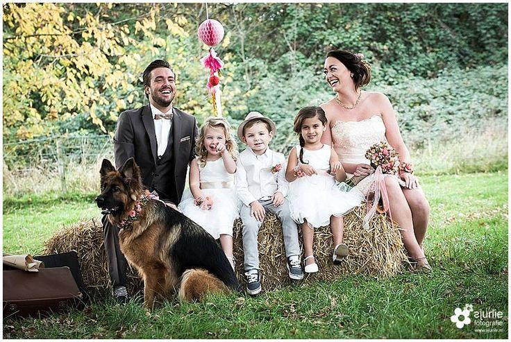 #inspiratie #huwelijk #trouwen #bruiloft #landelijk #vintage #roze #trouwthema #herfstbruiloft #buitenbruiloft #kortetrouwjurk #trouwjurk #styledfotoshoot