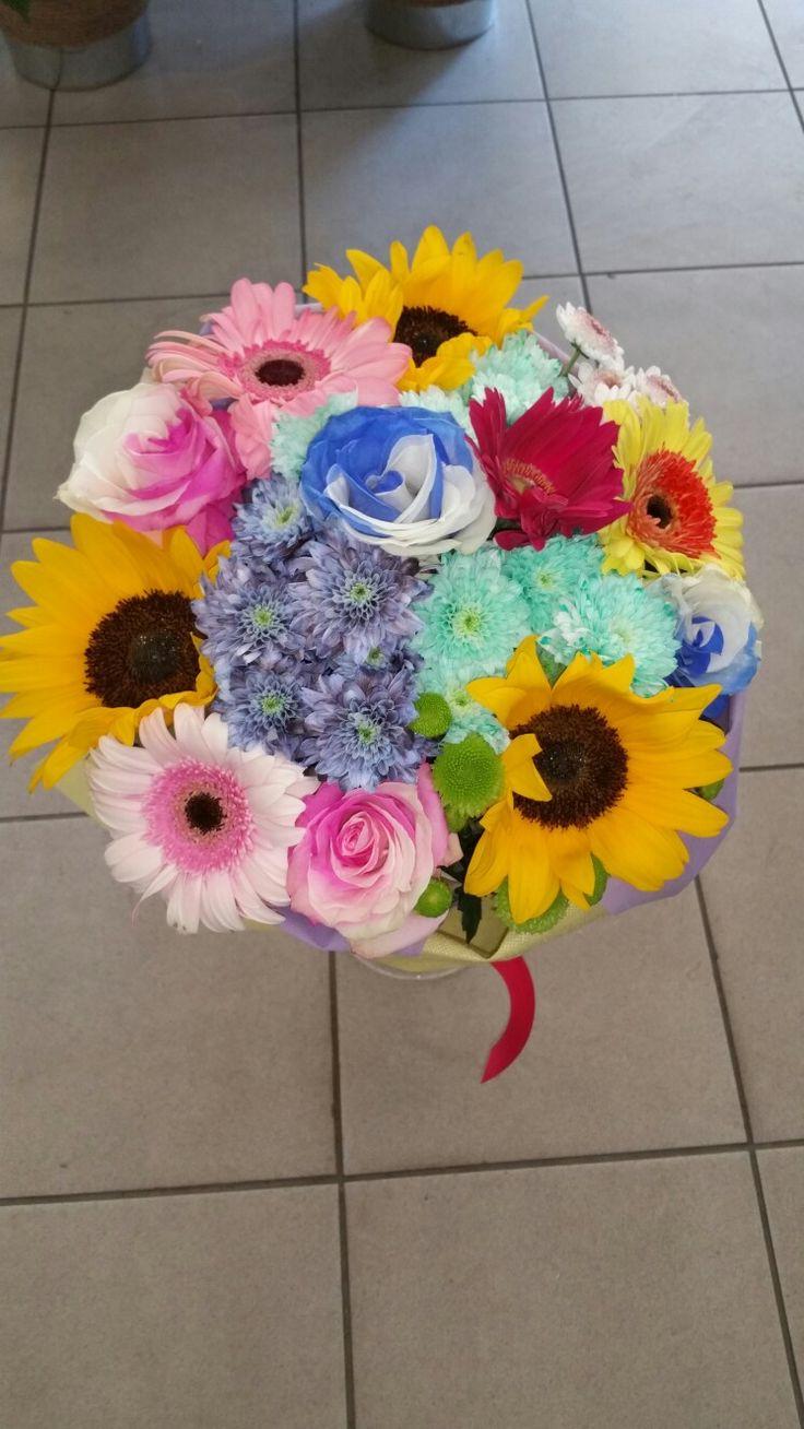 Σύνθεση από διάφορα πολύχρωμα λουλούδια