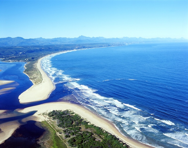 The beautiful scenery of the Garden Route. Check Out http://gardenroute.hotelguide.co.za/