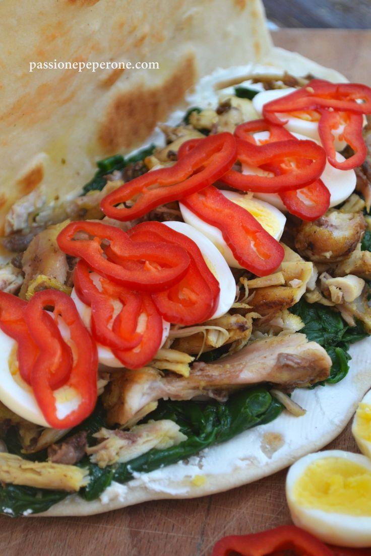 Piadina con formaggio fresco, spinacini, cosce di pollo, uova di quaglia e peperone dolce