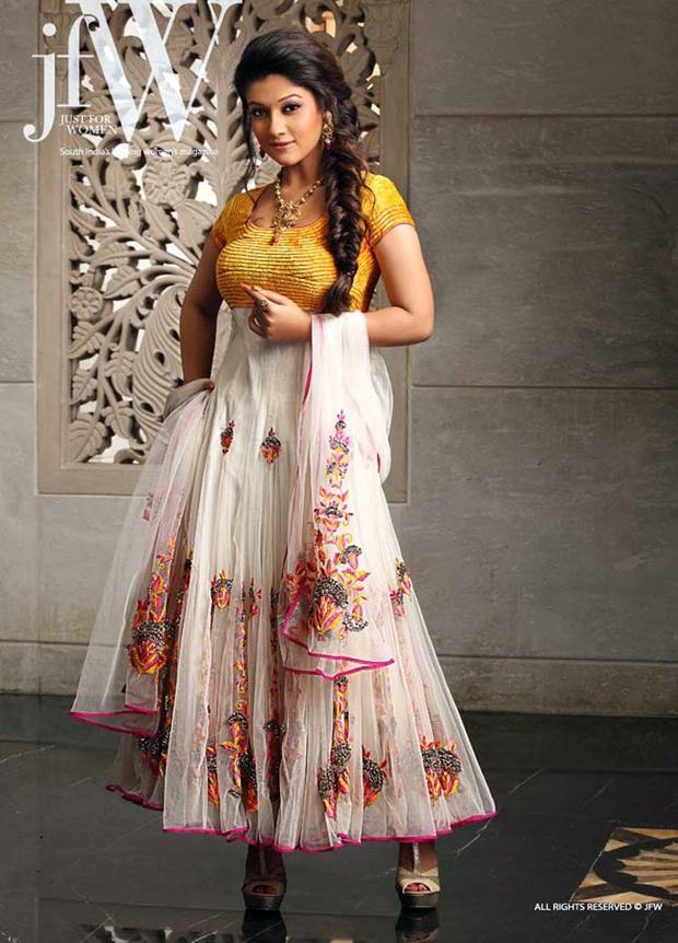 Actress Nayanthara @ http://www.ModernRani.com