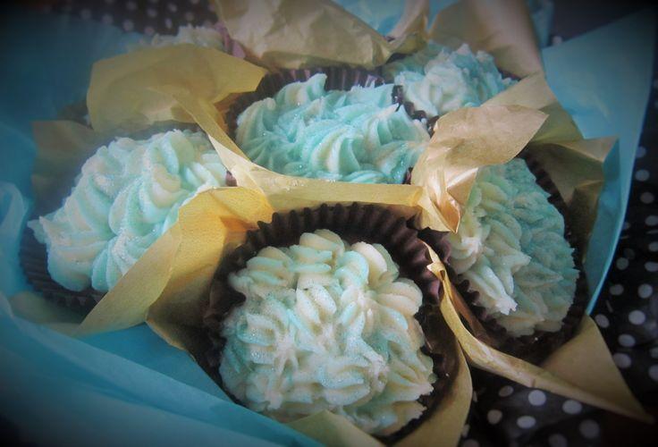 Hydrangea cupcake bouquet. http://www.thesugarfloristscakeshop.co.uk/