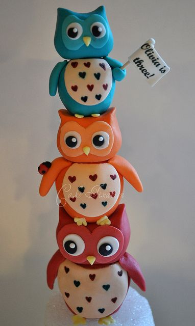 Fondant owls by Cake Fixation.