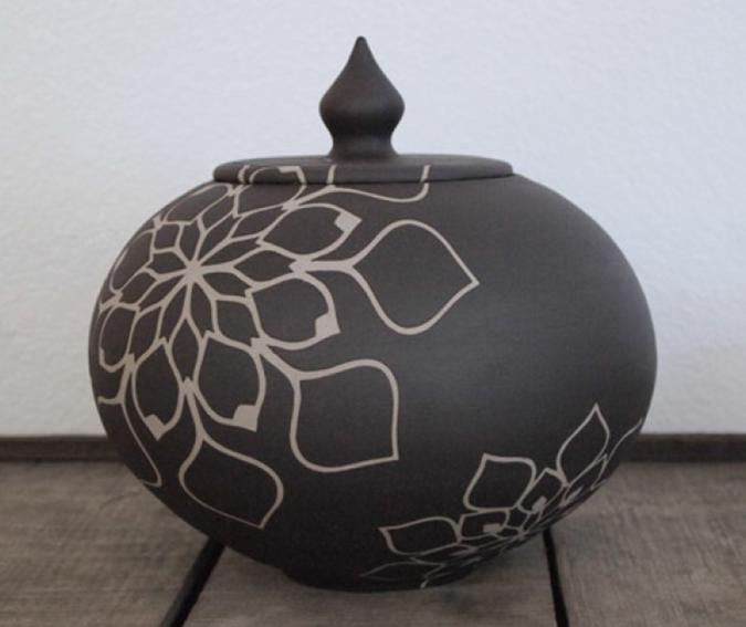 Check out how the floral pattern in the body of the urn continues onto the lid. A beautiful one of a kind ceramic urn. Made in the USA by hand. #urn #funeral #madeinusa