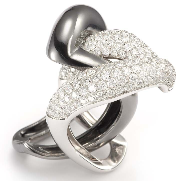 Lovely Flexibility and Harmony Combine with Mattioli uYin Yang u Rings