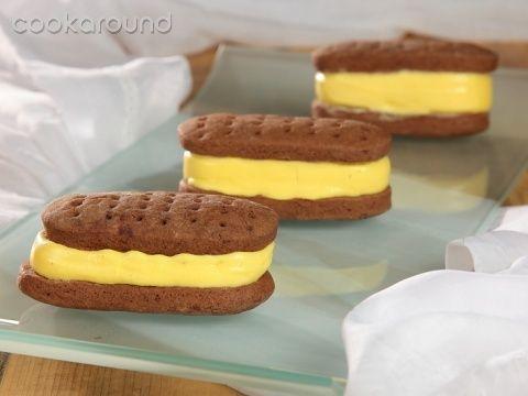 Ice cream cookies - Biscotto con gelato alla vaniglia (in italian)