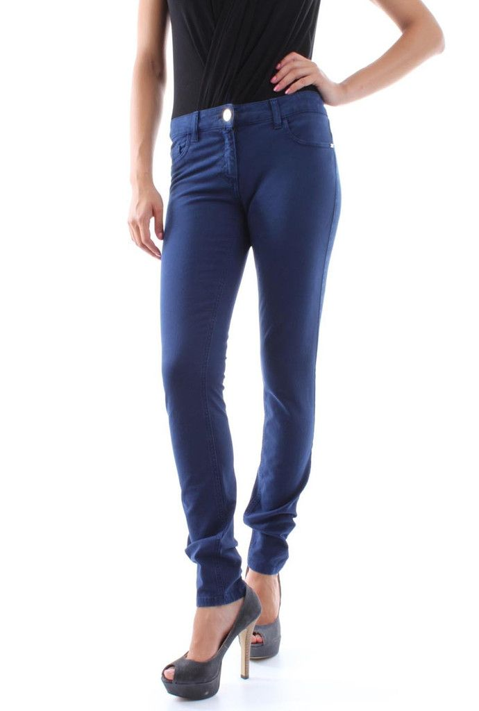 Titolo prodotto: Jeans Logo Strass Codice: PJ8831192 Stilista: Elisabetta Franchi Taglie disponibili: 25, 26, 27, 28, 29, 30, 31,32 Colore: Blu - Nero