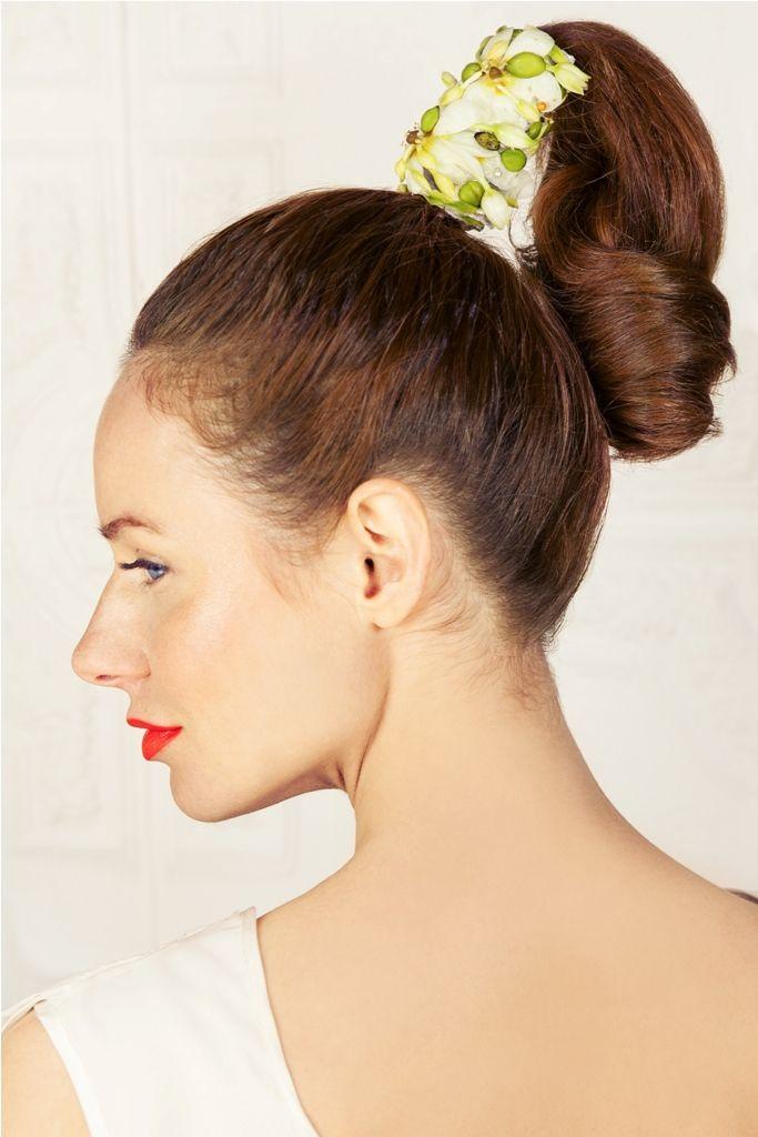 INNA Studio_ flowers for hair / kwiaty do włosów / ozdoba kwiatowa na włosy / koncepcja, makijaż i fryzura. Studio Szminka  modelka. JO Grzeskowiak/ Gaga  fotograf. Klaudyna Mlynarska photography kreacja: ANNA-GALERIA UBIORU  florystyka: INNA Studio