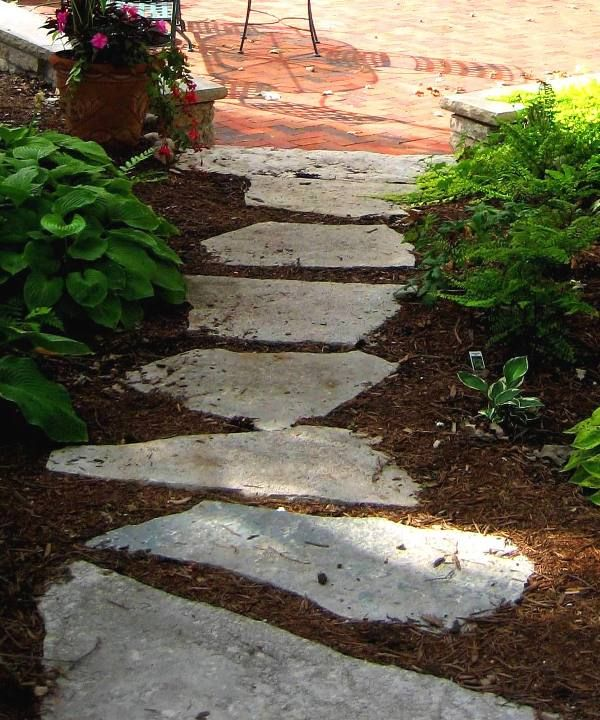 Making A Wonderful Garden Path Ideas Using Stones: Flagstone Step Walkway Through Mulch Bed. Rubber Steps Are