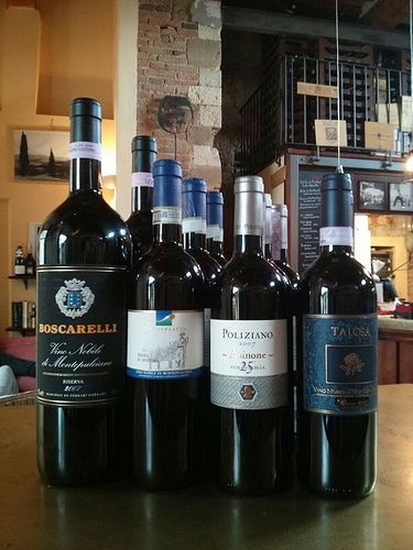 """Riserva di Vino #Nobile di #Montepulciano at """"E lucevan le stelle"""" wine bar in Montepulciano (credits to #LocandaSanFrancesco + www.locandasanfrancesco.it)"""